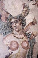 Triclinio-particolare-del-volto-della-ninfa-Ambrosia-dell-abside-sud_672-458_resize
