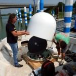 2 messa a punto dell'antenna satellitare a bordo della imbarcazione appoggio
