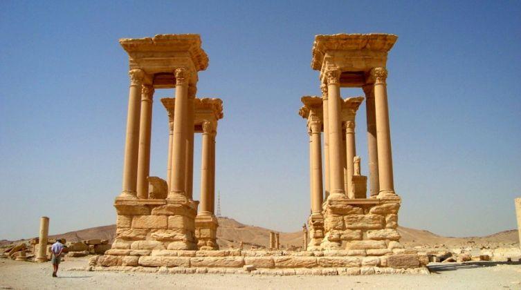 Distrutto-lo-straordinario-Tetrapilo-a-Palmira-753x420