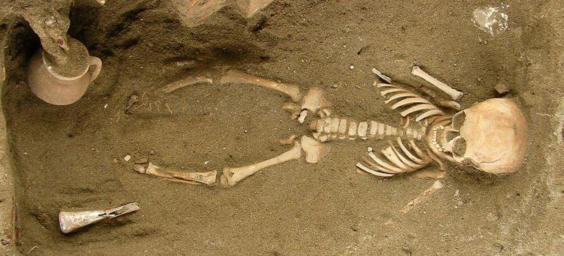 Velia tomba infantile